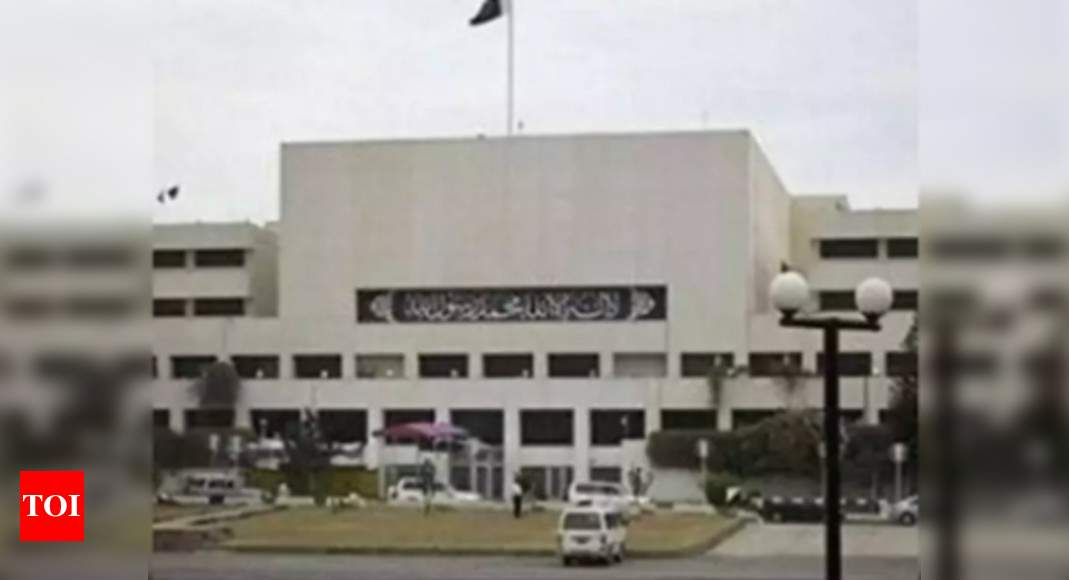 Pakistan news: Mayhem in Pakistan National Assembly, members shove each other, chant slogans | World News