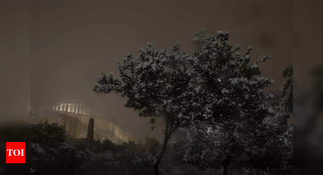 Greek travel chaos after heavy snowfall