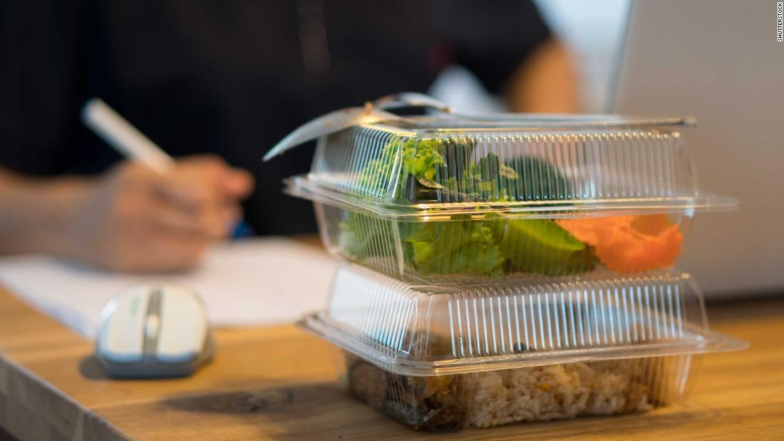 French workers can now eat lunch at their desks without breaking the law