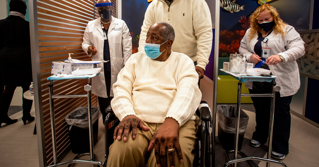 Fact Check: Hank Aaron's Death Was Not Related to Covid-19 Vaccine