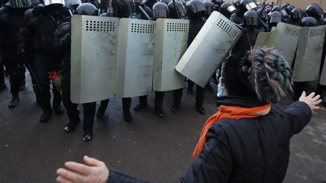 Russian riot police 'train' schoolchildren to face down protesters in viral video