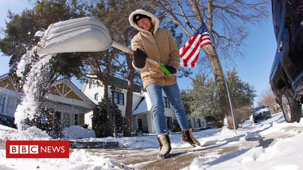 US snow: Deadly winter storm sweeps US southern states