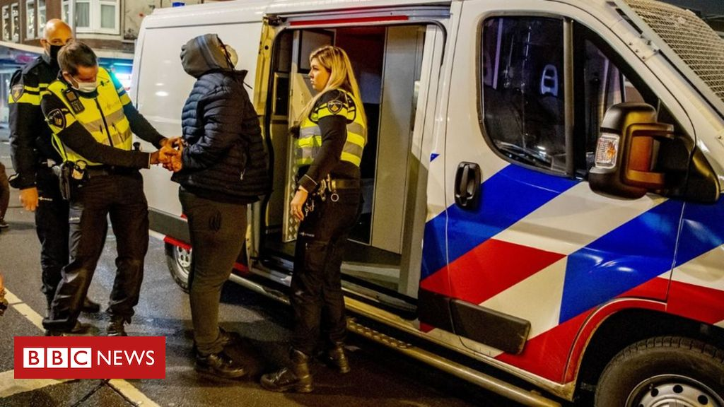 Covid: Court orders end to nationwide curfew in Netherlands