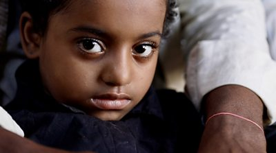 Yemen: The boy who saved his sister from a sniper